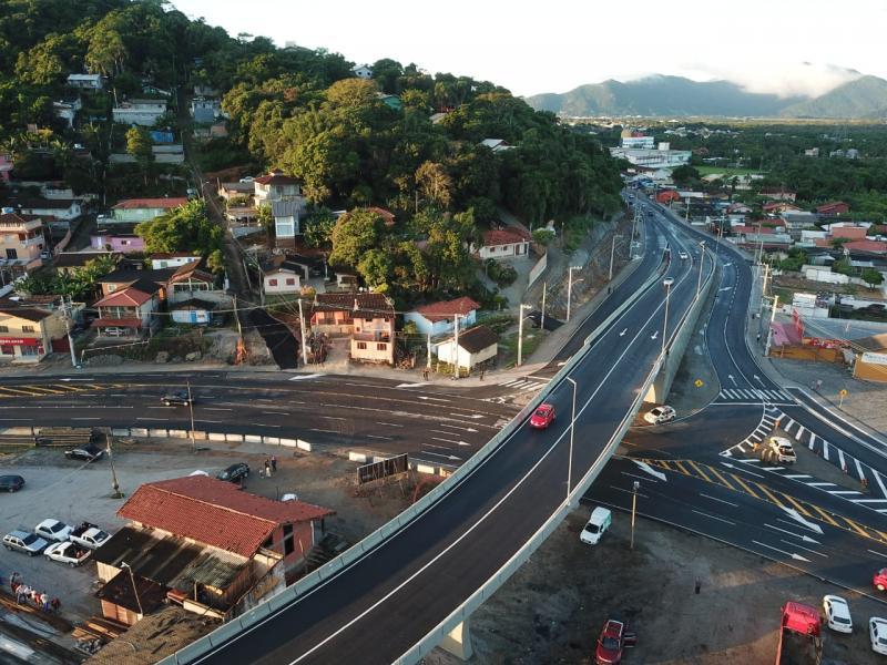Trânsito no Elevado do Rio Tavares