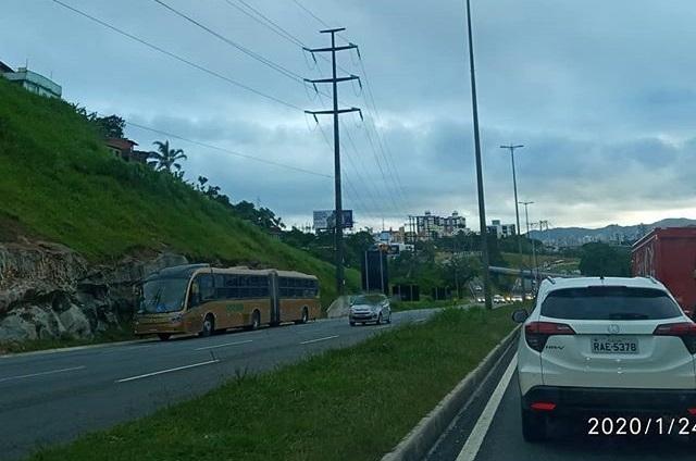 Ônibus parado na Via Expressa