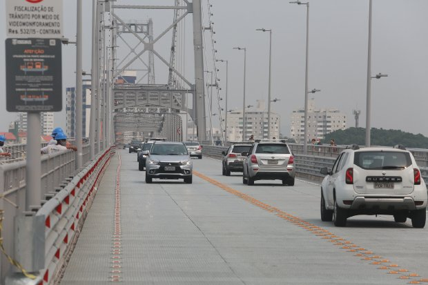 Carros Ponte Hercílio Luz